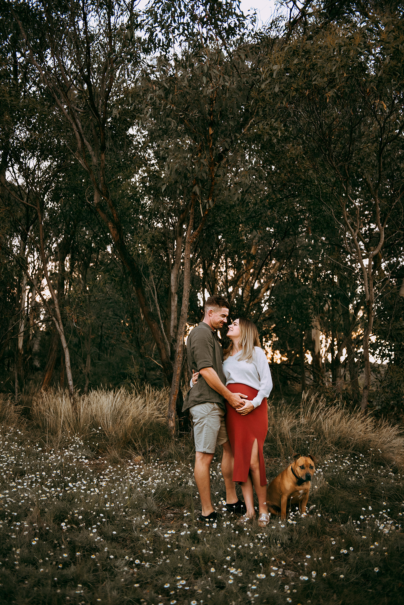 canberra maternity photographer expecting mum and dad cuddling